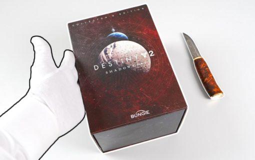 Kolekcjonerka Destiny 2: Shadowkeep na unboxingu