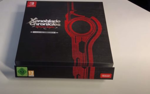 Kolekcjonerka Xenoblade Chronicles Definitive Edition na unboxingu