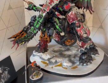 Prototyp figurki z Edycji Regalla Horizon Forbidden West na materiale wideo